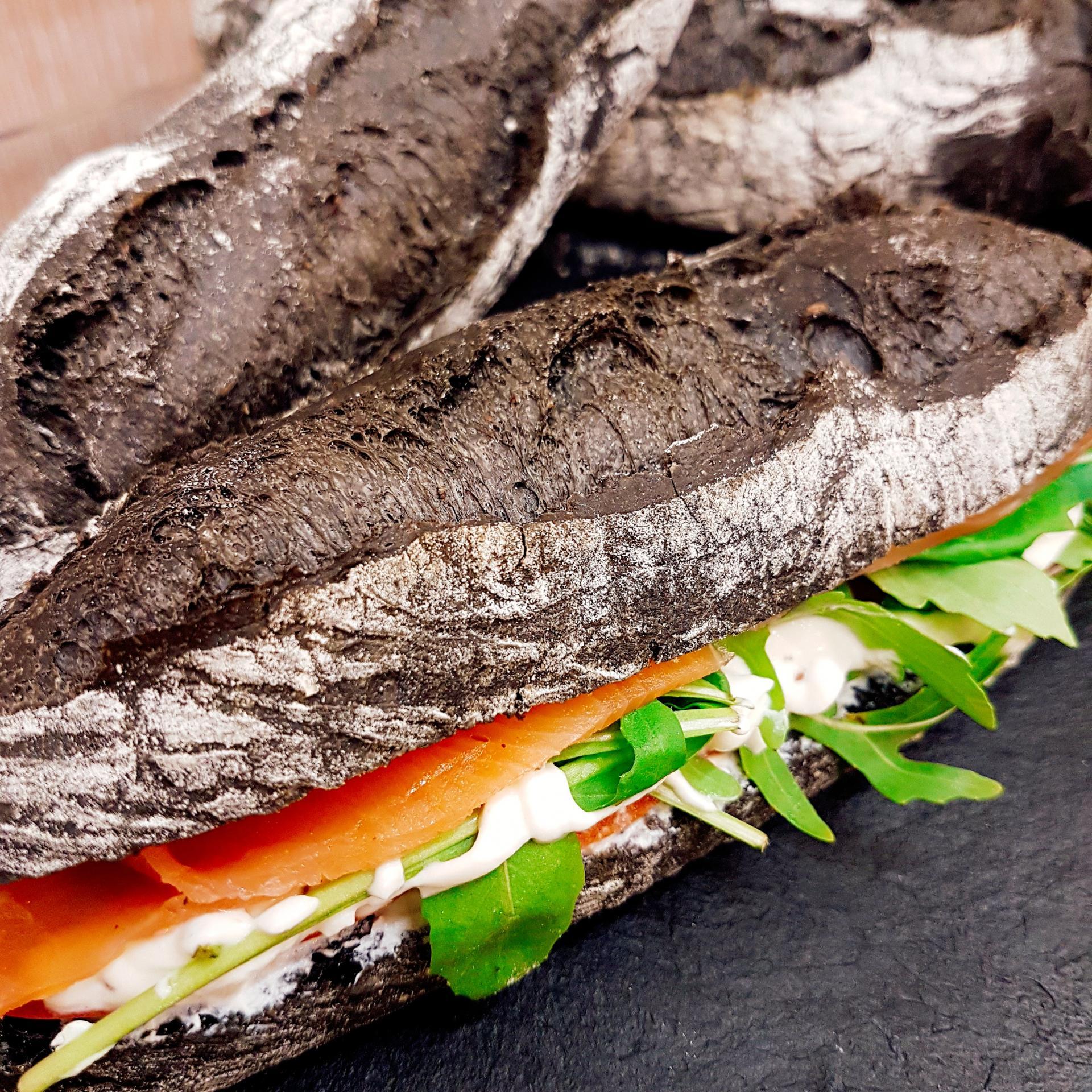 Baguette noire et saumon